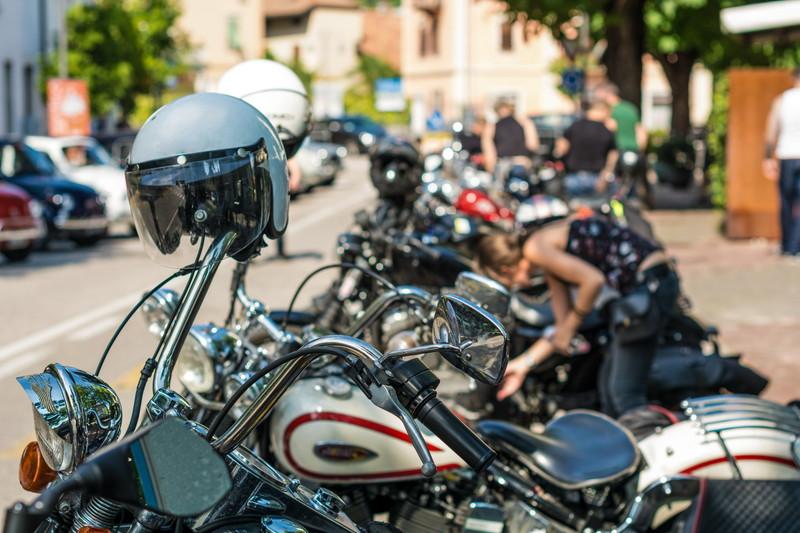 駐車 ヘルメット